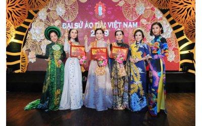 ba-guong-mat-dai-su-ao-dai-viet-2019-rang-ro-trong-dem-dang-quang