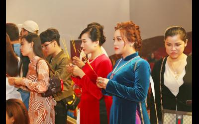 ceo-le-pham-cung-a-khoi-doanh-nhan-luu-bich-nga-dien-ao-dai-nhung-di-cung-to