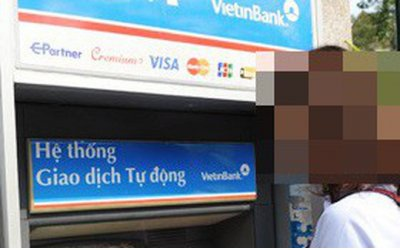 nhom-nguoi-trung-quoc-gan-thiet-bi-la-trom-thong-tin-hang-tram-the-atm-nham-chiem-doat-tai-san