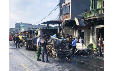 xe-container-boc-chay-khi-lao-vao-nha-dan-1-nguoi-chet