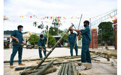 vao-rung-don-tre-lam-giuong-tang-nguoi-dan-o-khu-cach-ly