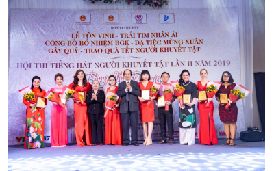 nsnd-thanh-hoa-nsnd-vi-hoa-nsut-trinh-kim-chi-mc-thanh-bach-ngoi-ghe-nong-tieng-hat-nguoi-khuyet-tat-nam-2019